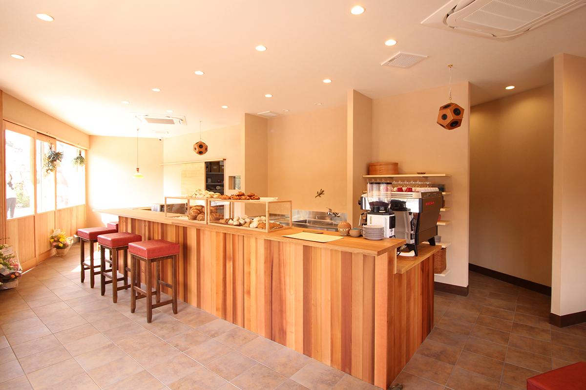 「Café Brasserie SHUNJIRO」大阪狭山市。煎りたてコーヒーと焼き立てパンの香りが漂う、美味しい空間。